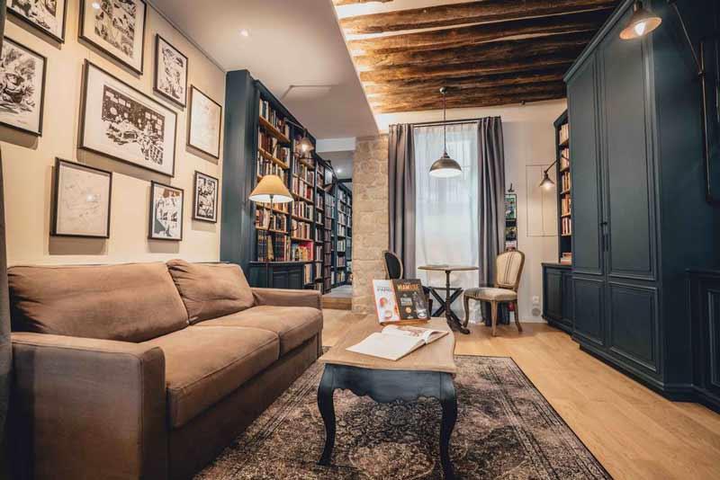 quarto-de-hotel-inspirado-em-livraria