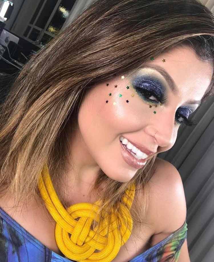 maquiagem-para-copa-colorida-e-com-estrelas