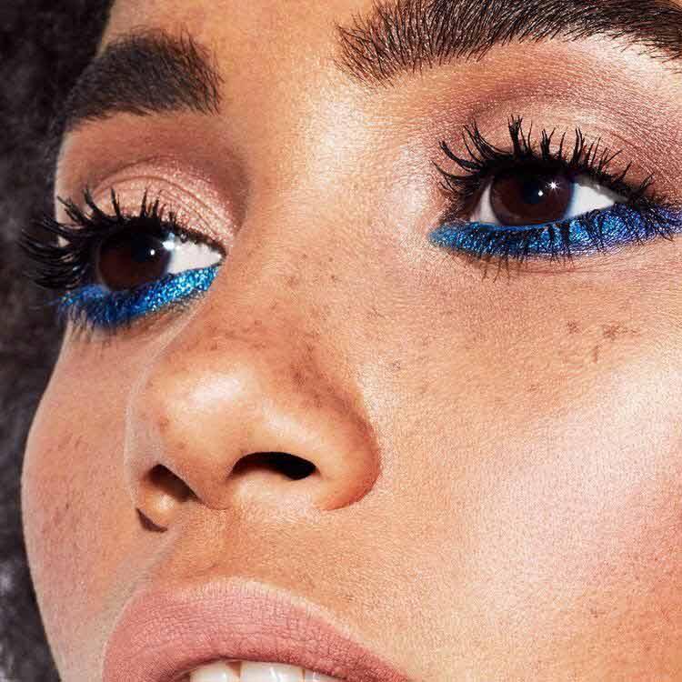 maquiagem-para-copa-delineado-azul-embaixo-dos-olhos