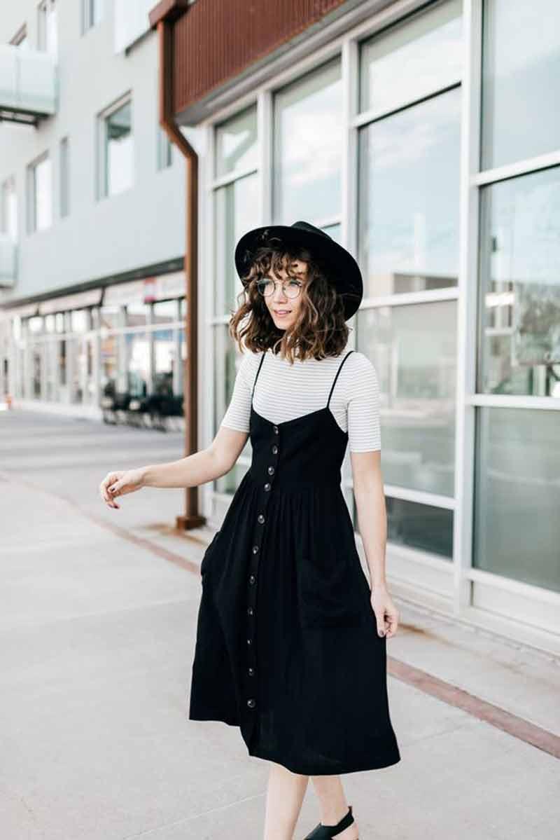 vestido-com-botões-na-frente-preto-com-blusa-por-baixo