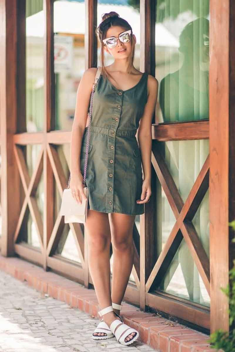 vestido-com-botões-na-frente-verde-militar