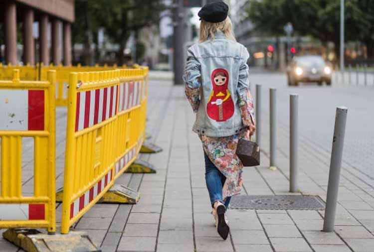 jaqueta-jeans-pintada-nas-costas-matrioska