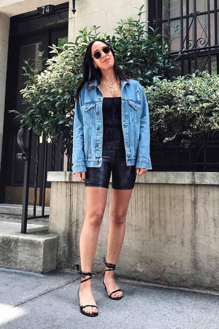 bermuda-de-ciclista-com-jaqueta-jeans-e-sapatilha