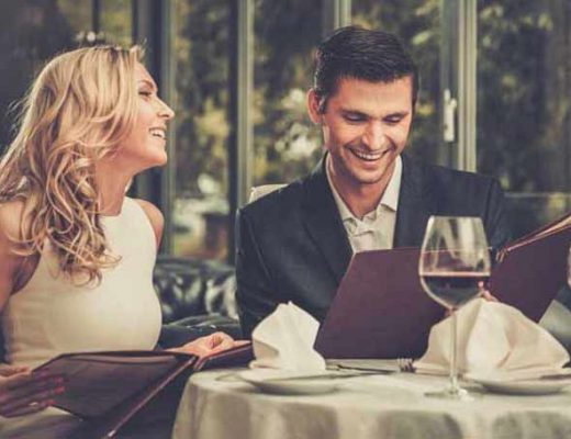 casal-vinho-jantar-romantico