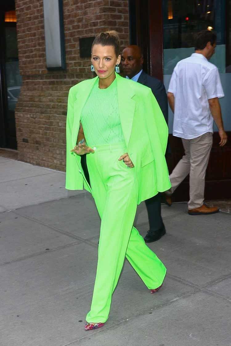 look-blazer-e-calca-verde-neon