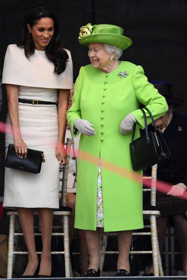 rainha-elizabeth-vestido-verde-neon
