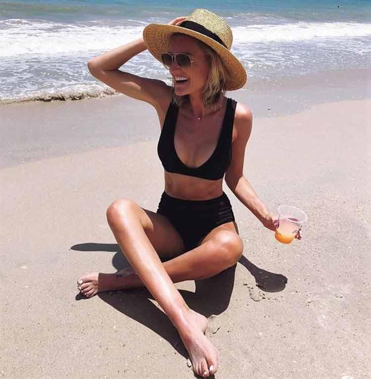 biquini-preto-na-praia-verão