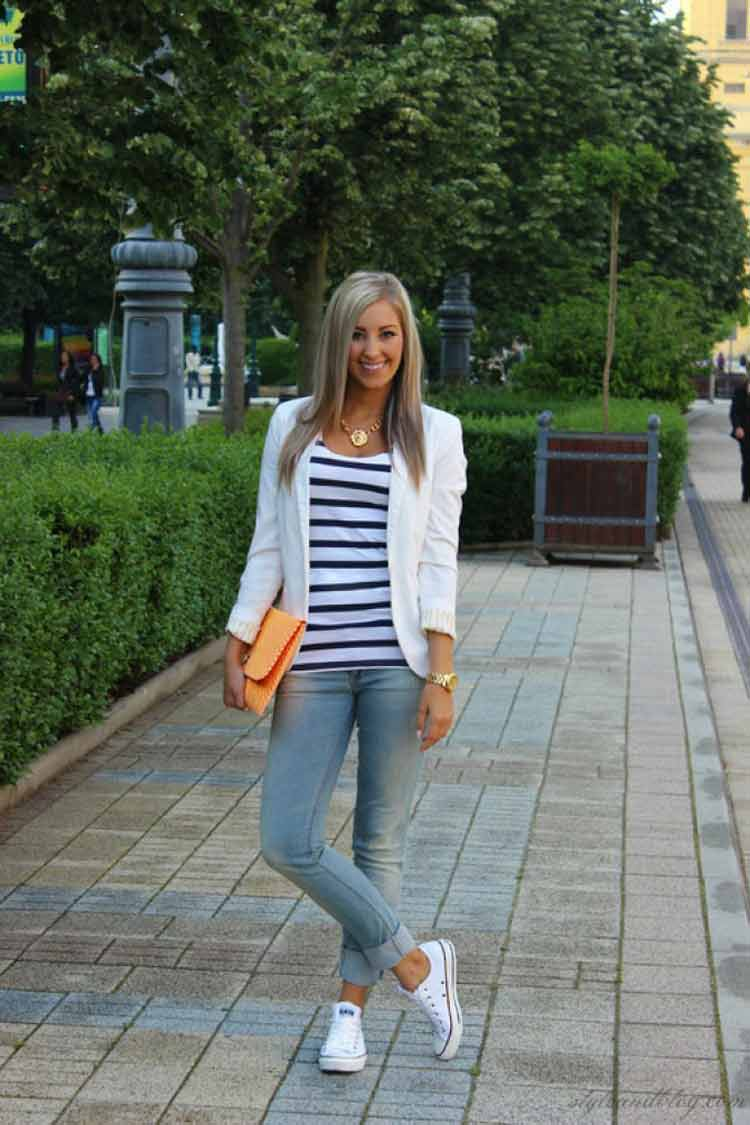blazer,-camiseta-listrada-calça-jeans-e-all-star