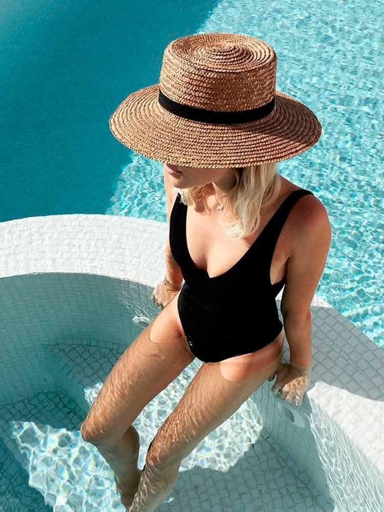 maiô-preto-na-piscina