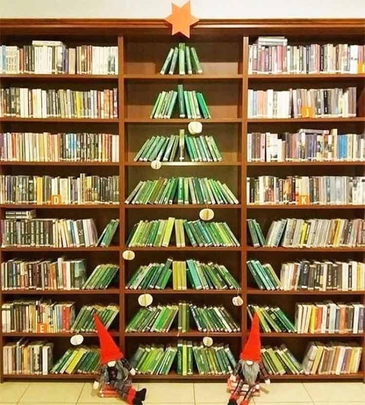 arvore-de-natal-na-biblioteca