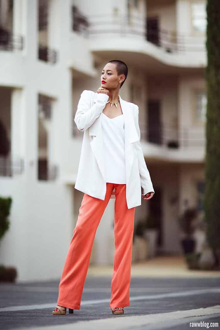 calça-social-coral-e-blazer-branco
