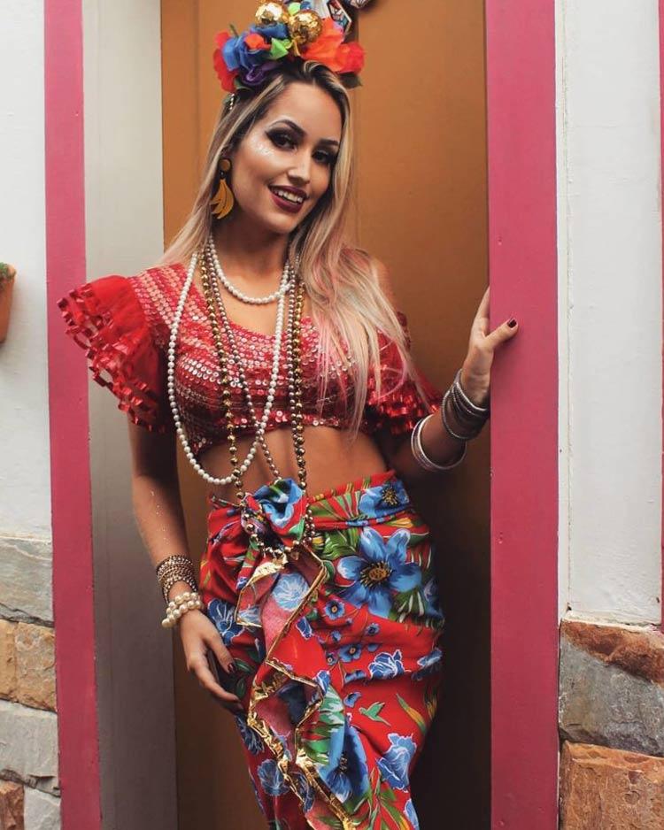 Fantasias-de-Carnaval-2020-com-Cropped-colorida
