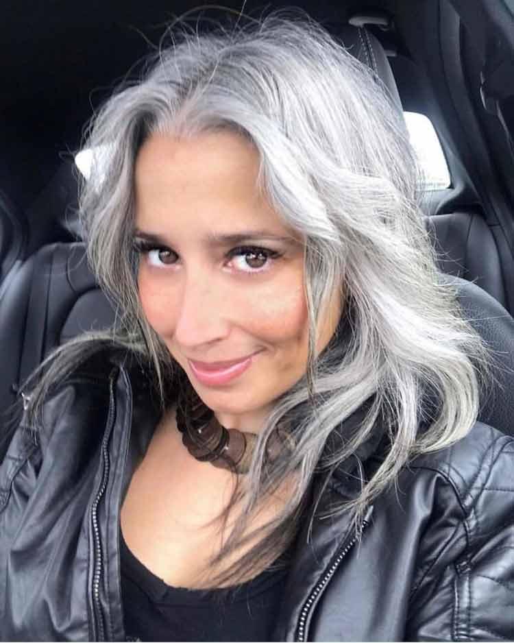 mulheres-com-cabelo-branco-31