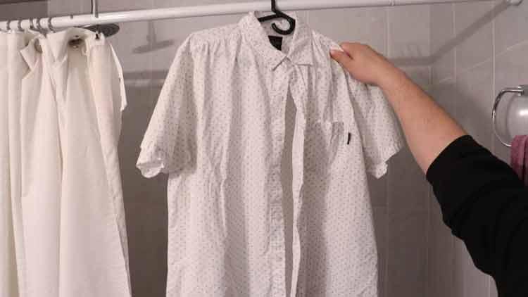passar-roupas-no-banho