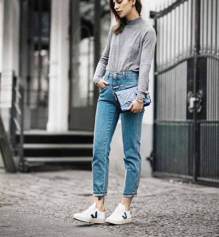 tenis-veja-calça-jeans-e-blusa-cinza