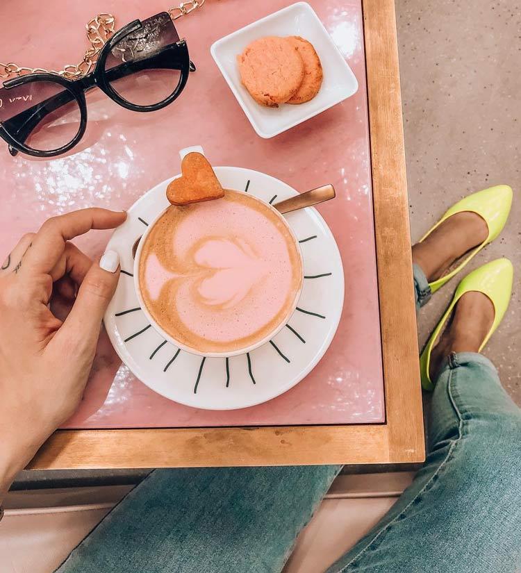 cafe-rosa-miss-sixzty-milão-deisi-remus