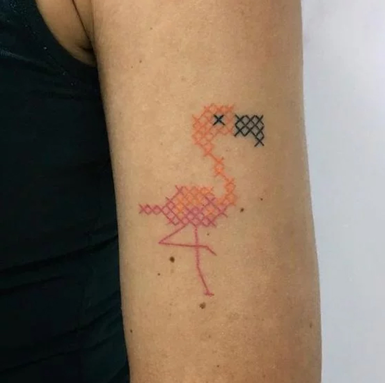tatuagem-bordada-de-flamingo