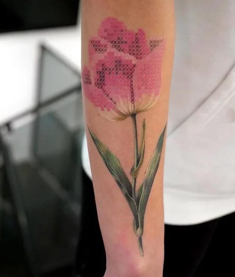 tatuagem-bordada-de-tulipa