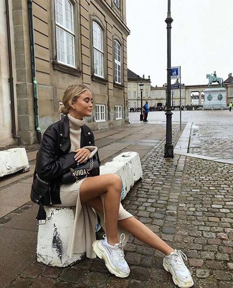 vestido-de-malha-tenis-e-jaqueta-de-couro-preta