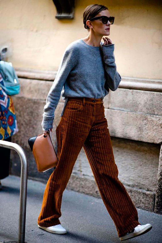 looks-com-bolsa-clutch--calça-pantalona-de-veludo-
