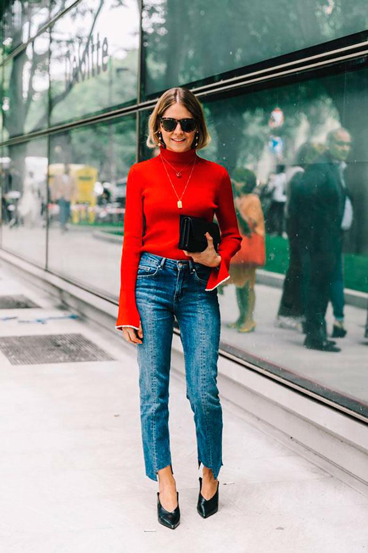 looks-com-bolsa-clutch-calca-jeans-e-blusão-vermelho
