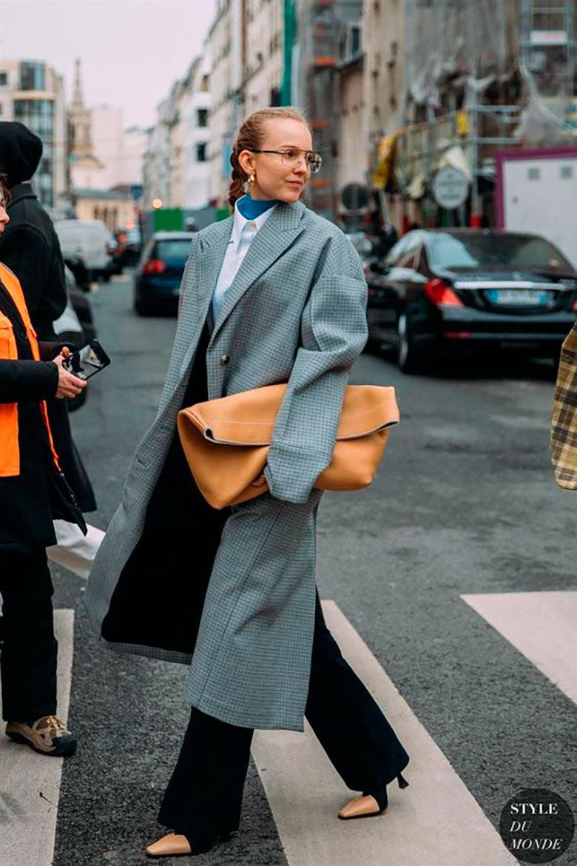 looks-com-bolsa-clutch-roupas-de-frio-elegante