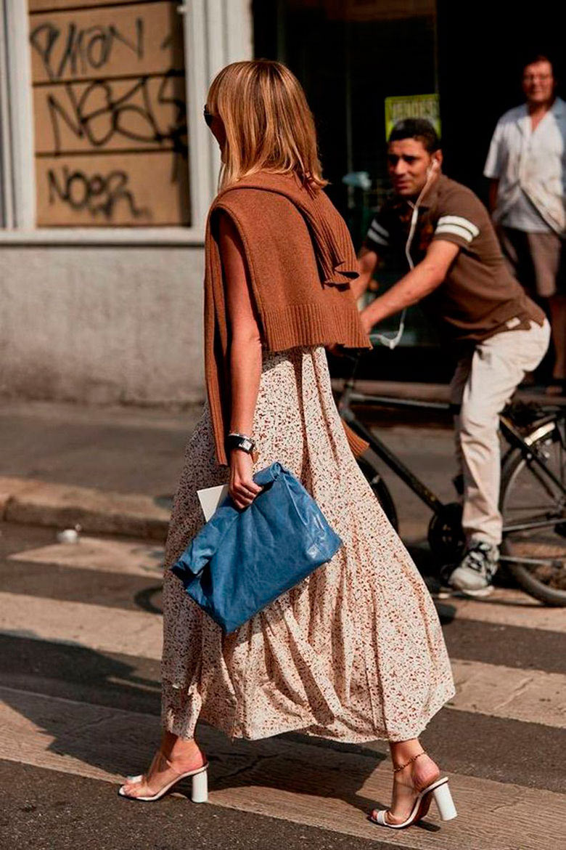 looks-com-bolsa-clutch-vestido-estampado