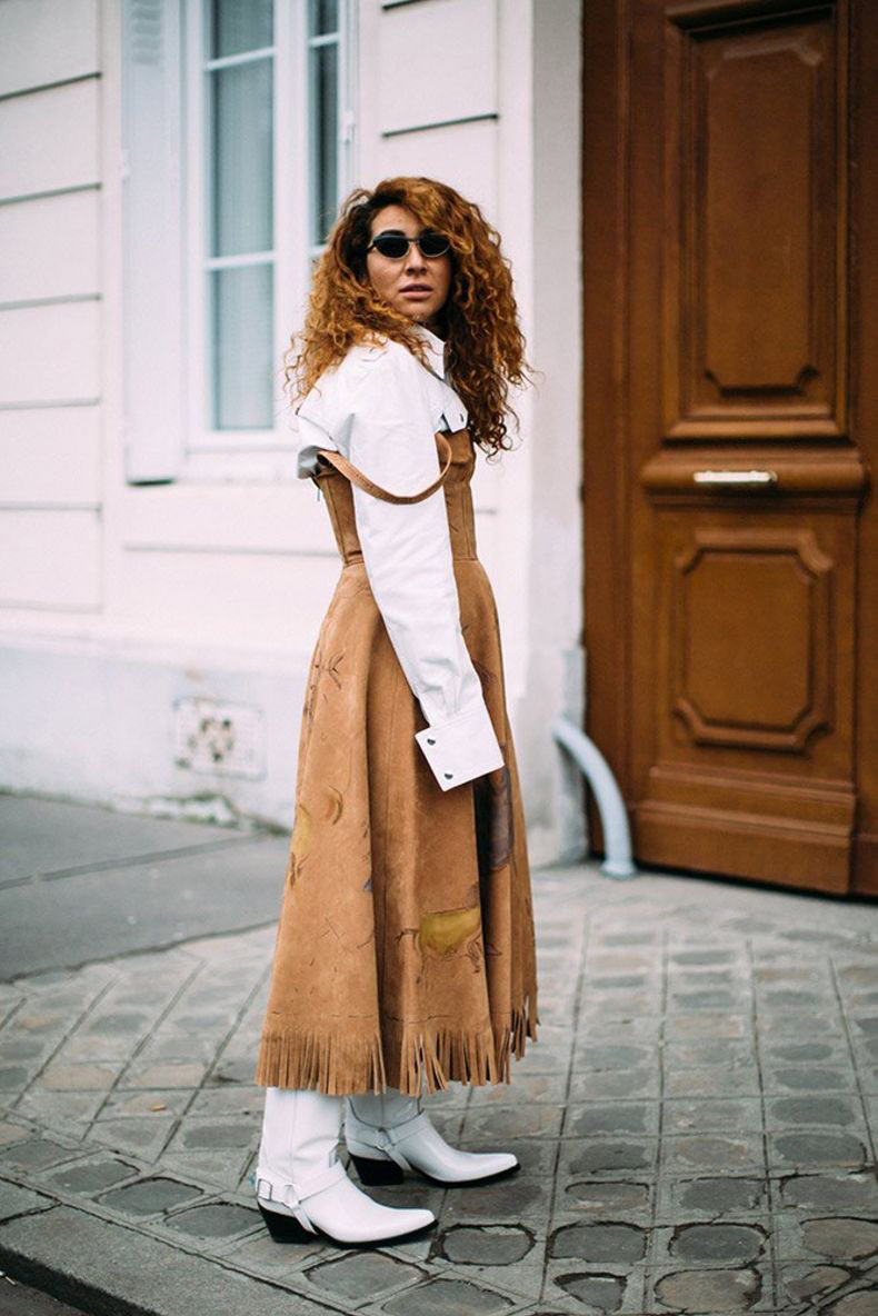 vestido-camelo-de-suede-e-bota-country