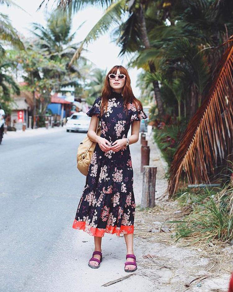 vestido-com-sandalia-de-turista-papete