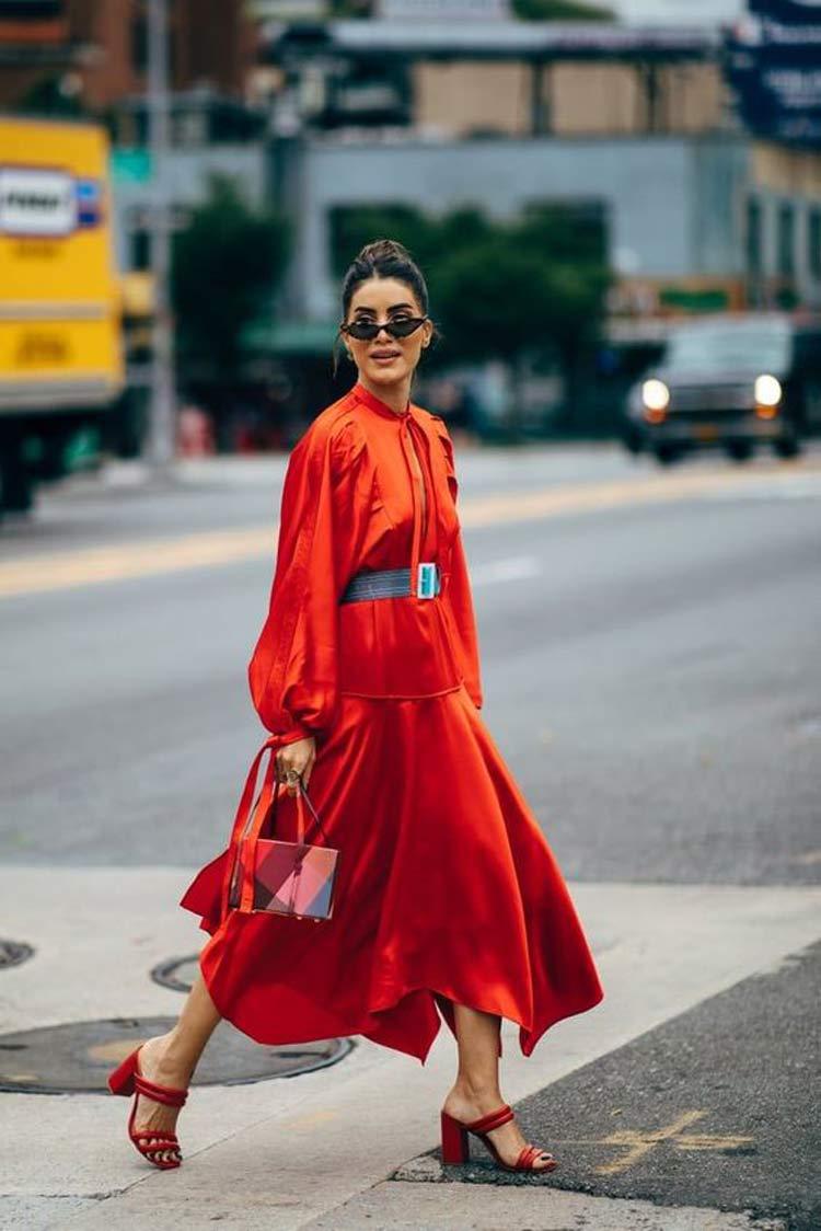 look-vestido-vermelho-e-cinto-preto