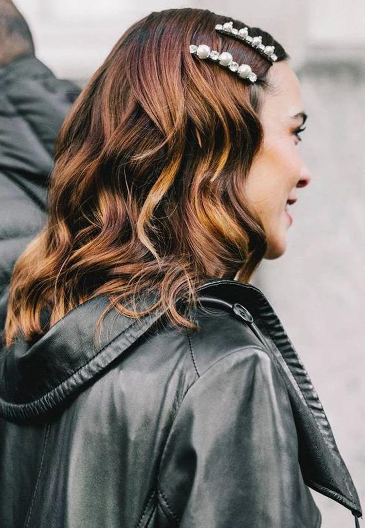 penteado-com-grampo-na-lateral-