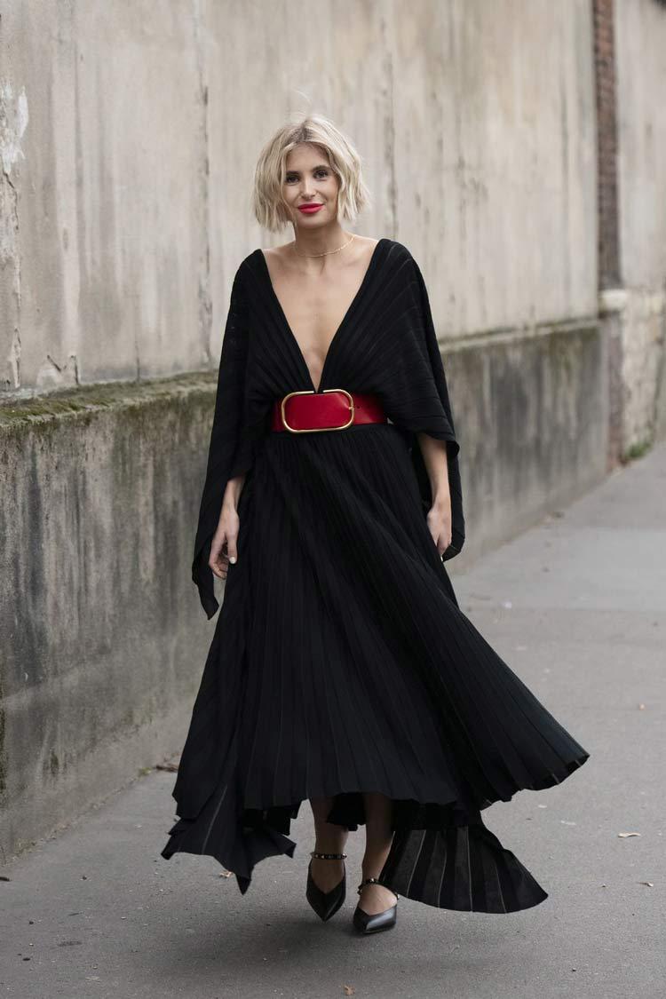 vestido-preto-cinto-grande-vermelho