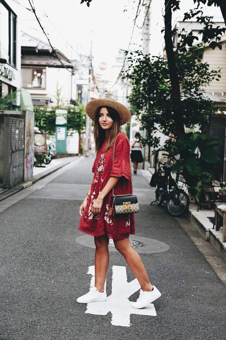 vestido-vermelho-e-chapéu-de-palha