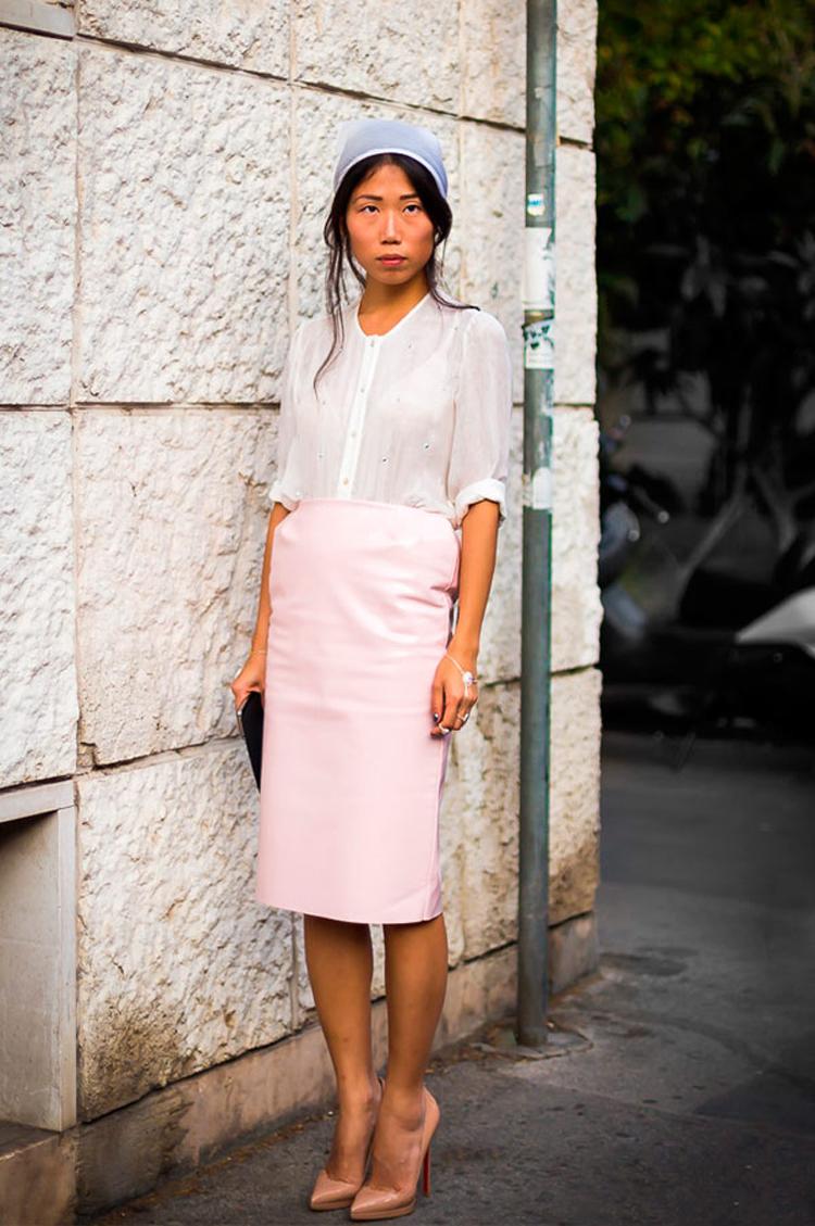 Lenço-na-cabeça-camponesa-lilas-com-saia-lapis-rosa-claro-e-camisa-branca