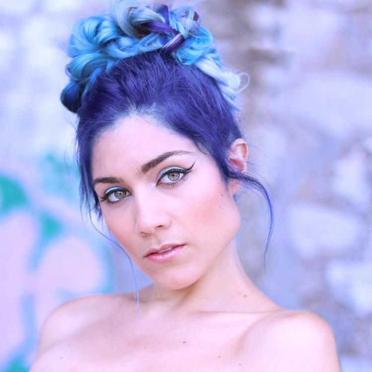 cabelo-colorido-bicolor-azul