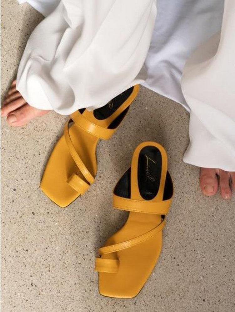 sandalia-amarela-ponta-quadrada