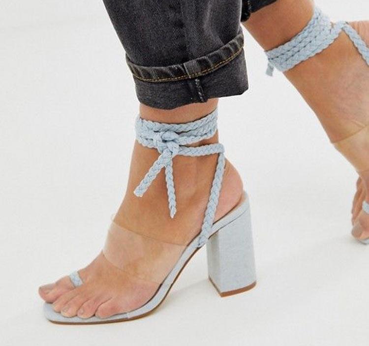 sandalia-azul-claro-com-tira-de-plastico