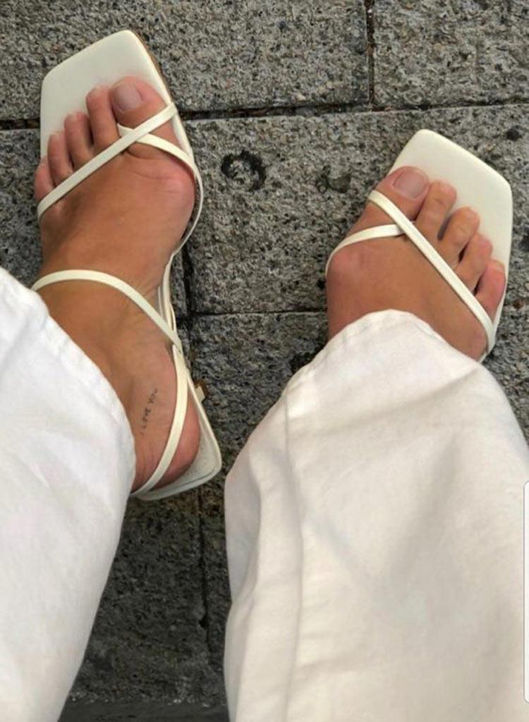 sandalia-naked-heels-com-bico-quadrado