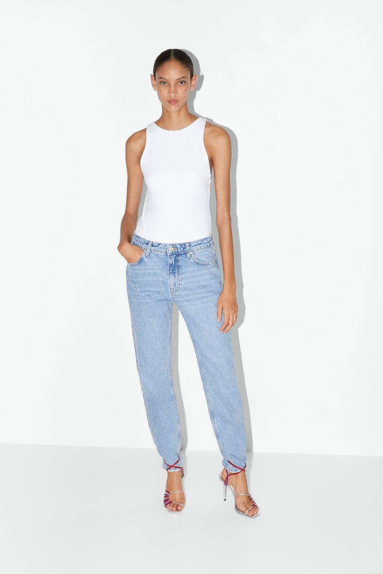 sandealia por cima da calça jeans