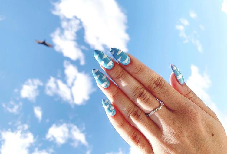 unhas-com-desenho-de-nuvens