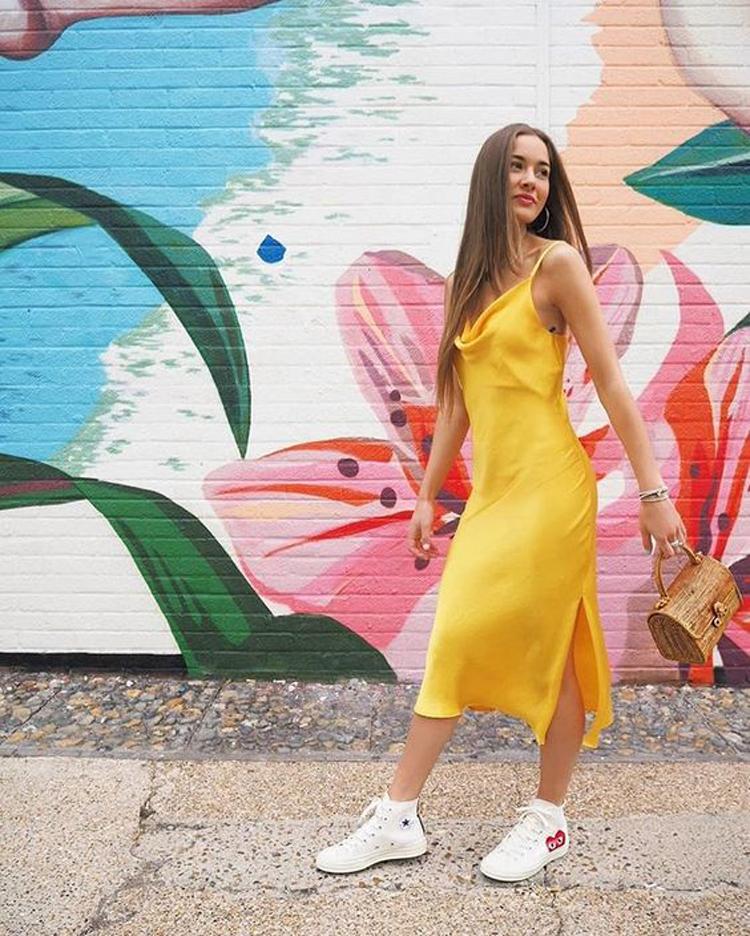 vestido-slip-amarelo-decote-drapeado