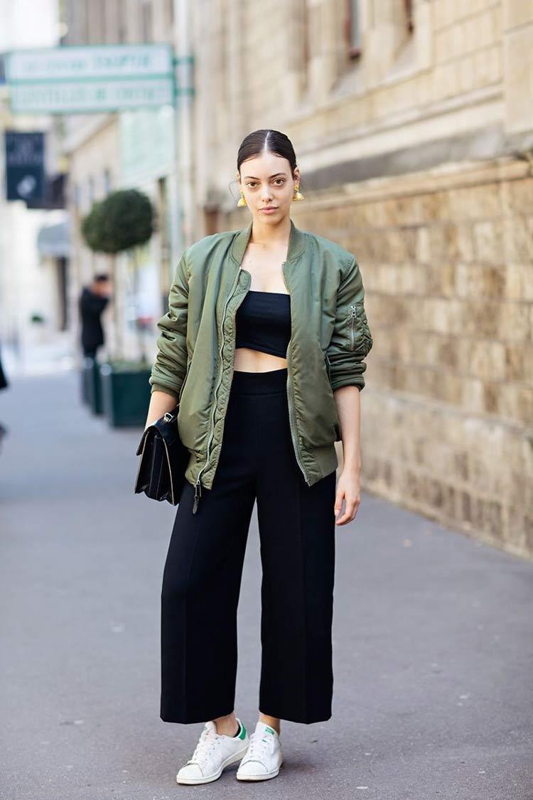 jaqueta-bomber-verde-calça-preta-e-trop