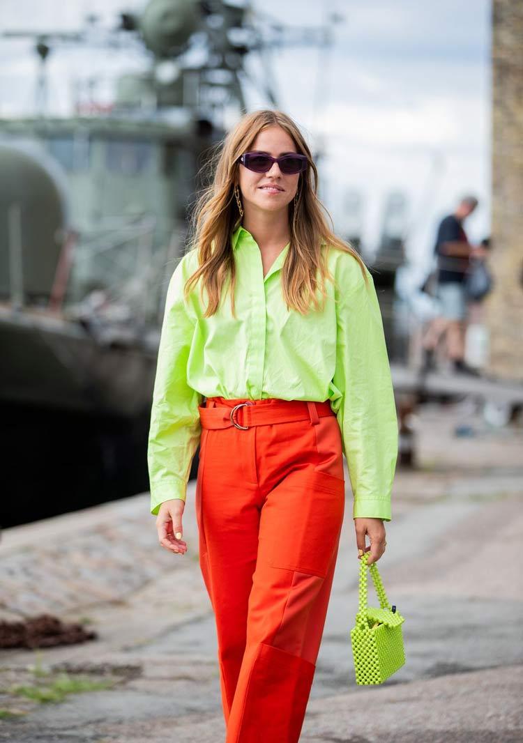 look-verde-e-vermelho-neon