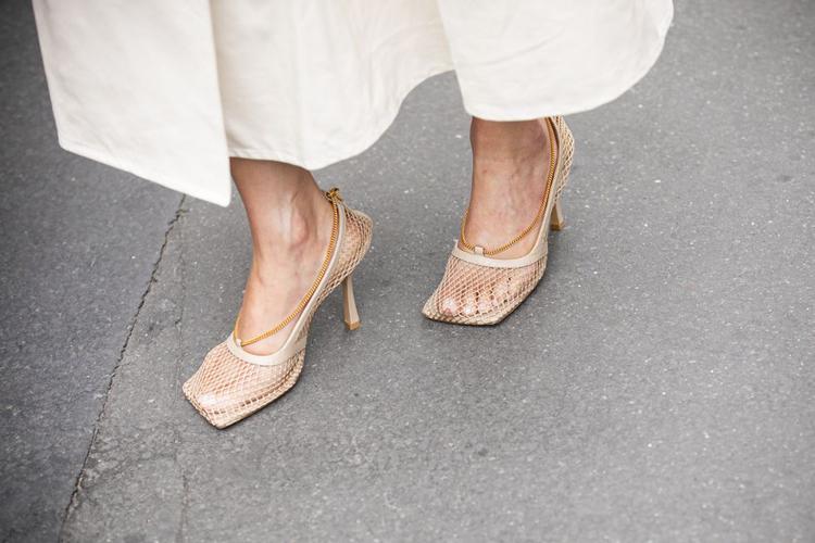 sapatos-com-bico-quadrado