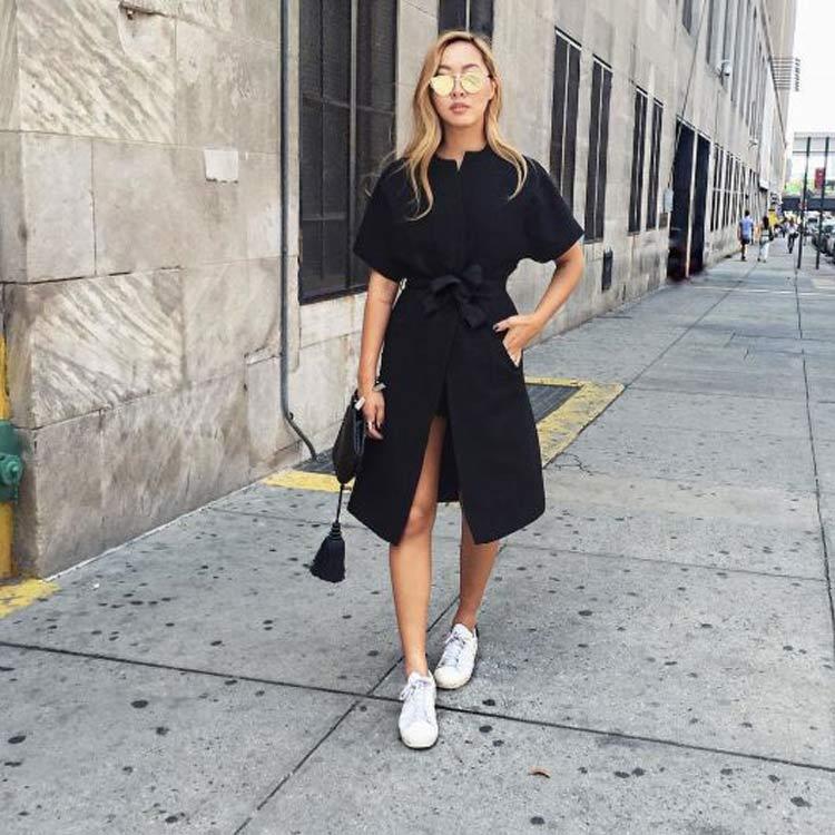 vestido com tenis look all black - ¿Cómo vestirse para una primera cita y tener éxito?  ¡Consejos y looks!