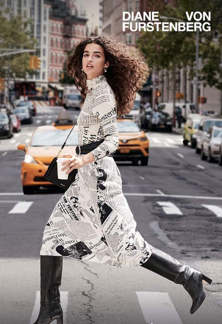 vestido-longo-com-estampa-de-jornal