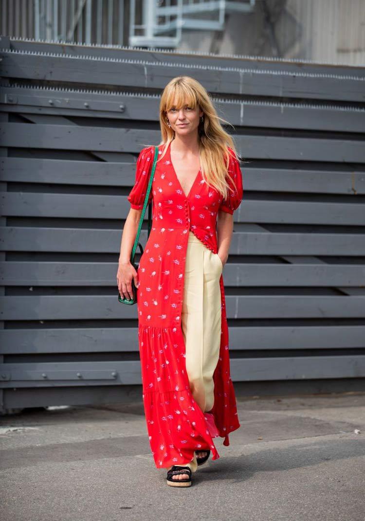 vestido-vermelho-com-calça-bege