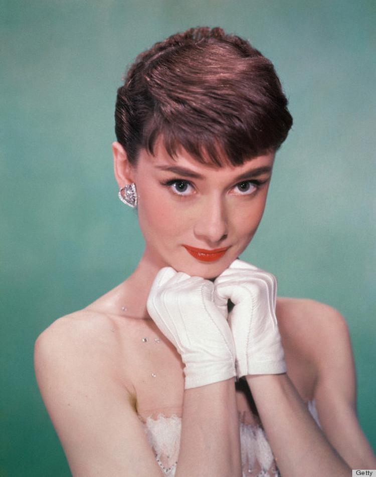 Audrey-Hepburn-com-luvas