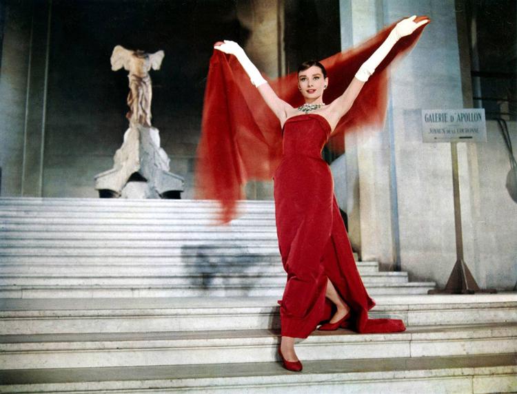 Audrey-Hepburn-de-vermelho