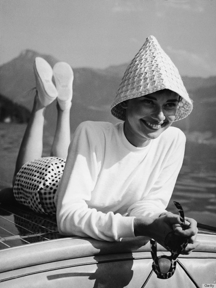 Audrey-Hepburn-no-barco